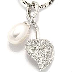 Fin vit pärla hjärthängen i rhodinerat silver