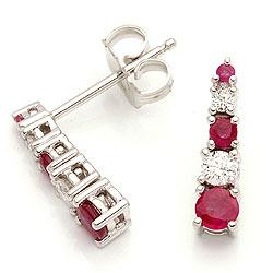 Rubin örhängestift i 14 karat vitguld med diamanter och rubiner