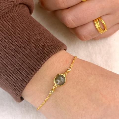 labradorit armband i förgyllt silver med hängen i förgyllt silver